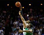 NBA球员争球