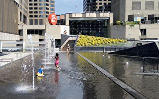 热浪侵袭 蒙特利尔开放消暑喷泉