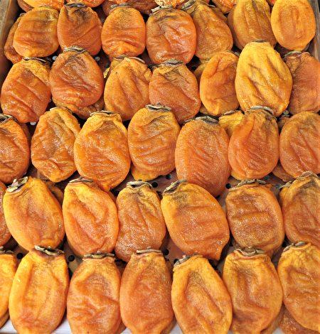北埔老街展售的笔柿,像猪蹄模样。