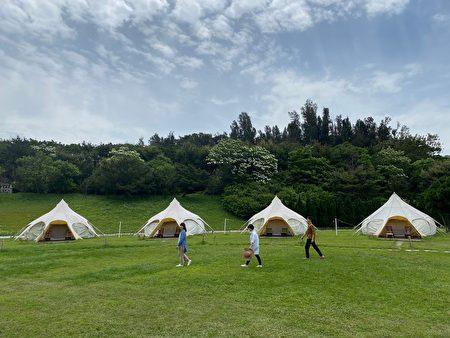 山那村裡的15帳篷圍繞著情天幕。