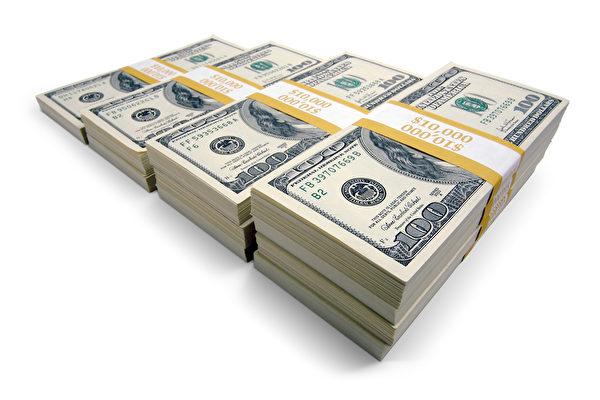 美國出遊家庭撿到百萬美元現鈔 拾金不昧
