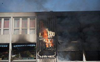 法国公寓火灾 两名男子像蜘蛛人爬上去救人