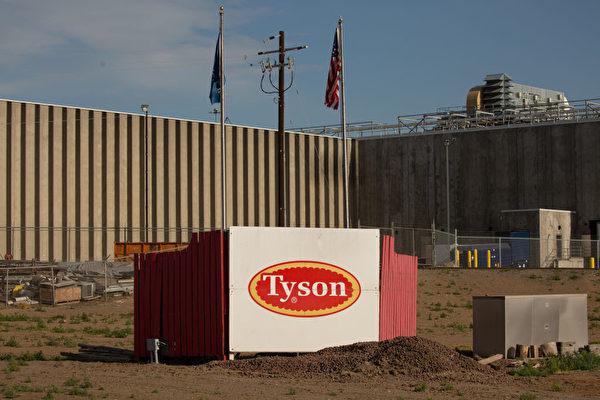 圖為2020年5月1日,美國泰森食品公司位於華盛頓州的鮮肉工廠外觀。該廠已有超過150名工人確診感染中共病毒。(Photo by David Ryder/Getty Images)