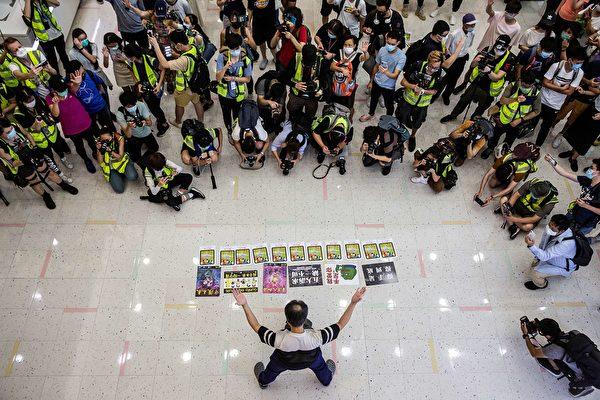 5月10日,香港市民在商场等地抗议。( ISAAC LAWRENCE/AFP via Getty Images)