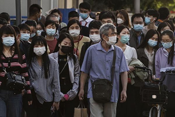 中共病毒造成中國至少8萬人確診。由於中共官方隱瞞疫情,外界認為實際感染人數更多。(Kevin Frayer/Getty Images)