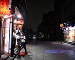 5月21日中共兩會首日,天降異象。圖為開幕之際,北京天空突然變黑。( GREG BAKER/AFP via Getty Images)