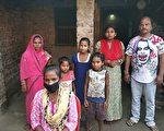 历经7天 印度少女骑单车千里载伤父回家