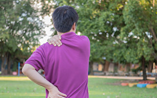 骨刺即骨质增生,好发于脚跟、颈部和腰腿部。中医如何缓解疼痛和预防?(Shutterstock)