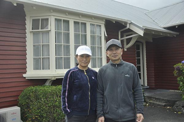 栾元弘和妻子在新西兰近照。(易凡/大纪元)