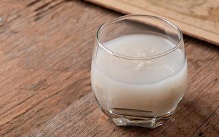体内湿气过重,可能衍生出许多疾病。一杯茶饮帮你除湿。(Shutterstock)