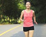 提升体温,能增强免疫系统,更好的抵御病毒入侵。(Shutterstock)