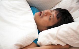 睡眠呼吸中止症会带来哪些健康风险?怎样才能让自己睡好?(Shutterstock)