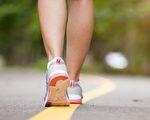 必须经常活动双脚,才能避免足部老化。(Shutterstock)
