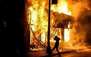 在暴乱中纵火烧5辆警车 美华州一女子被捕