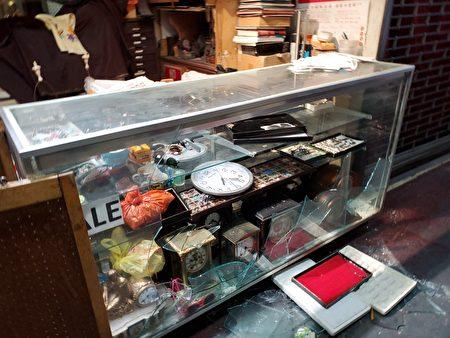 格蘭街197C的一家鐘錶鋪被打劫。