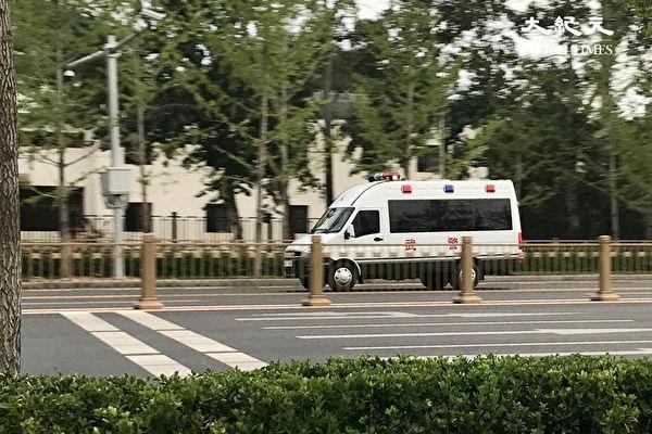 组图:疫情爆发 北京人噤声 街头无人辅警不少