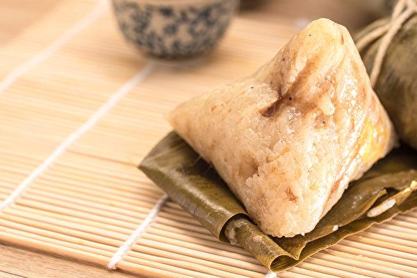 吃粽子搭配酸梅汤或富含酵素的水果,可促进消化。(Shutterstock)