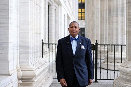 紐約州參議會第10選區參議員James Sanders表示,那些騷亂者都是別有用心和有陰謀的。