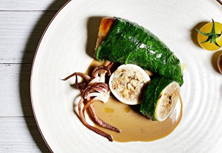 法式端阳粽,以炖饭镶填澎湖透抽,激发创意风味。