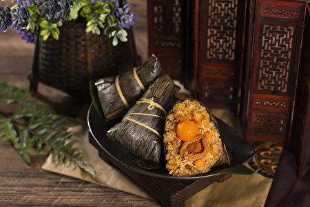 豪华的鲍鱼蟹粉瑶柱粽。