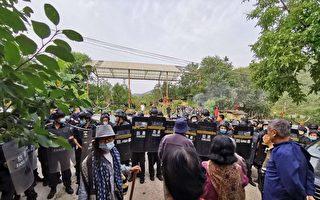 北京歐北木屋村遭900名防暴保安强拆