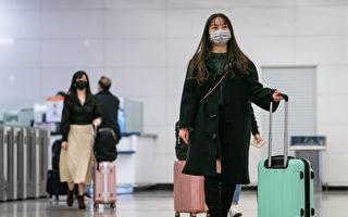 隨著疫情趨緩,若要進行國際旅行,除了準備防護裝備外,還要配合各國機場的檢疫措施。 (Anthony Kwan/Getty Images)