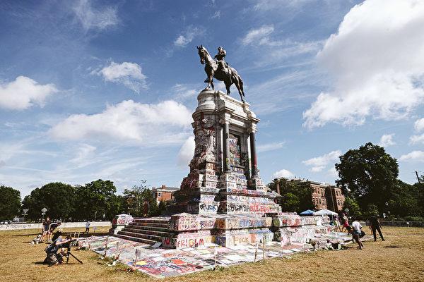 美法官下令 暂禁维州州长拆除李将军雕像