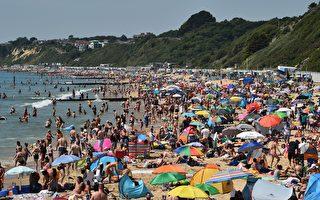 組圖:英國高溫 海灘群眾聚集成防疫隱憂