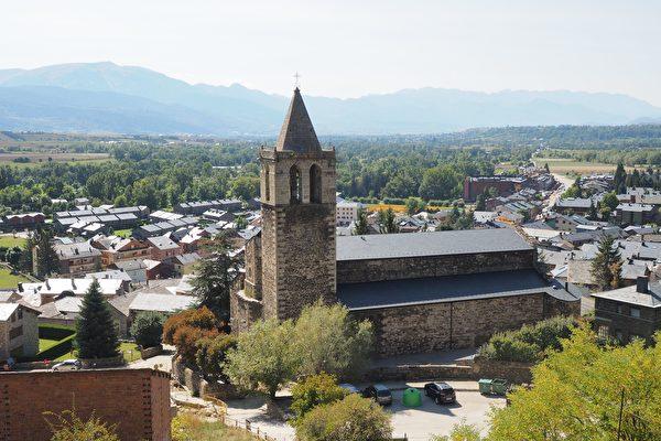 西班牙特殊小镇 完全被法国领土包围