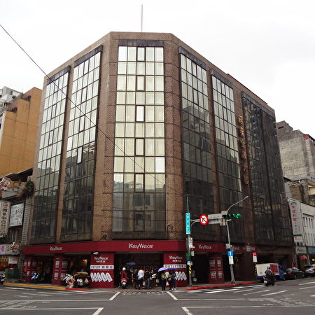 "原菊元百货,现为国泰金融大楼。(<a href="" https:// https://commons.wikimedia.org/wiki/File:Kikumoto_20171018.jpg ""> Solomon203 /维基百科提供</a>)"