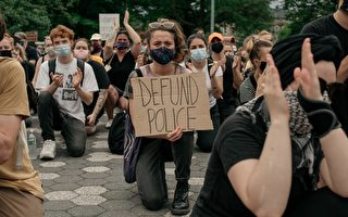 【名家專欄】美國騷亂中的下跪 是在玩火