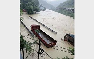贵州一村庄被淹没 洪水深达10余米