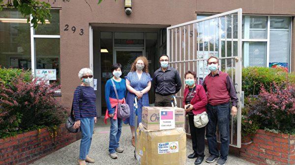 圖:加拿大台灣同鄉會在加拿大疫情期間,積極籌款從台灣購買防疫物質,捐贈給加國社區支持防疫前線。(大溫哥華台灣同鄉會提供)