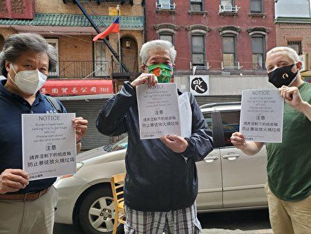 陳家齡(中)和巡邏隊隊友李宗寶(左)、Dallas提醒街坊注意,「弄濕剩下的紙皮箱,防止暴徒放火燒垃圾。」