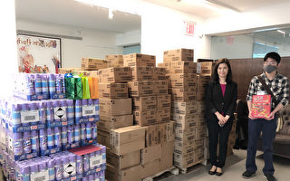 图片新闻:纽约华侨学校收到一卡车礼物