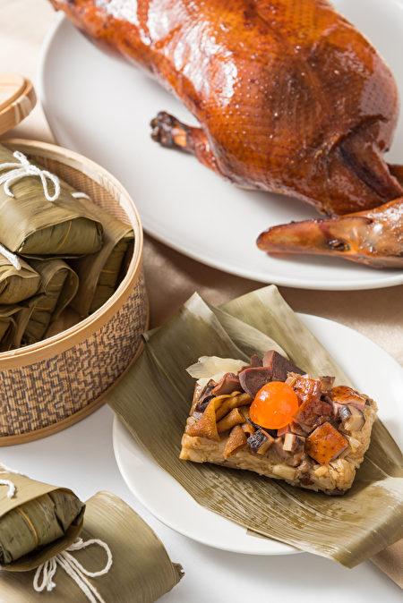 片皮鸭入粽,鸭肉、鸭胗、鸭肠口感有嚼劲。