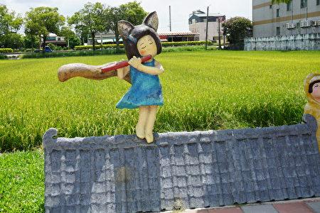 公園裡的一景「屋頂上的笛子手」