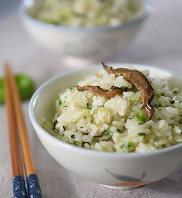 用薑油做的料理:薑油菜飯。(日日幸福提供)