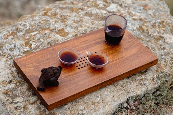寒涼的青草茶不適合腸胃消化功能較差或經期的女性。(Shutterstock)