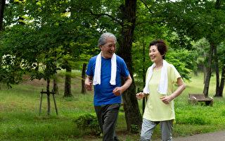被称为瑞典国民医师的安德斯・韩森指出,运动能预防大脑衰老,而散步是失智症良药。(Shutterstock)