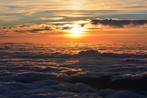 從太空中看地球上的日落是什麼樣子?