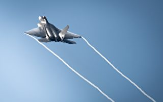 美國海軍和空軍的戰機飛行員有何不同?
