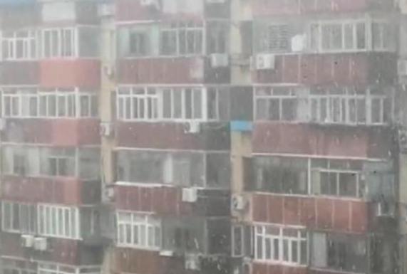【视频】黄历六月北京飞雪 网民:必有奇冤