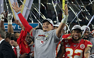 美國NFL年輕四分衛獲體育史上最大合同