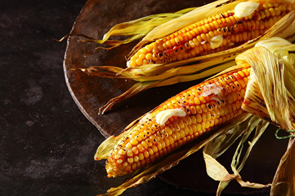 烤玉米不只酱料 烤前一个动作美味升级又健康