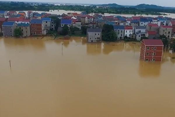 【一线采访】鄱阳湖水倒灌圩堤决口 大水淹村