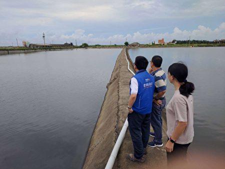 農業處副處長蔡耿宇率員到麥寮台西崙背等鄰近鄉鎮聽取農漁民心聲並了解周邊環境相關災損狀況