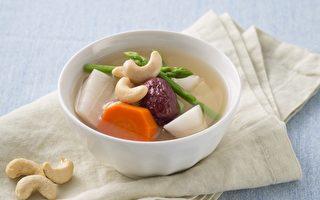 药食同疗:养血补气 芦笋红枣腰果汤