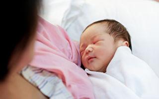 产妇难产急救无效 新生宝宝一举动让妈妈醒了