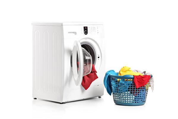 穿搭客人不要的衣服 台8旬洗衣店夫妇成网红